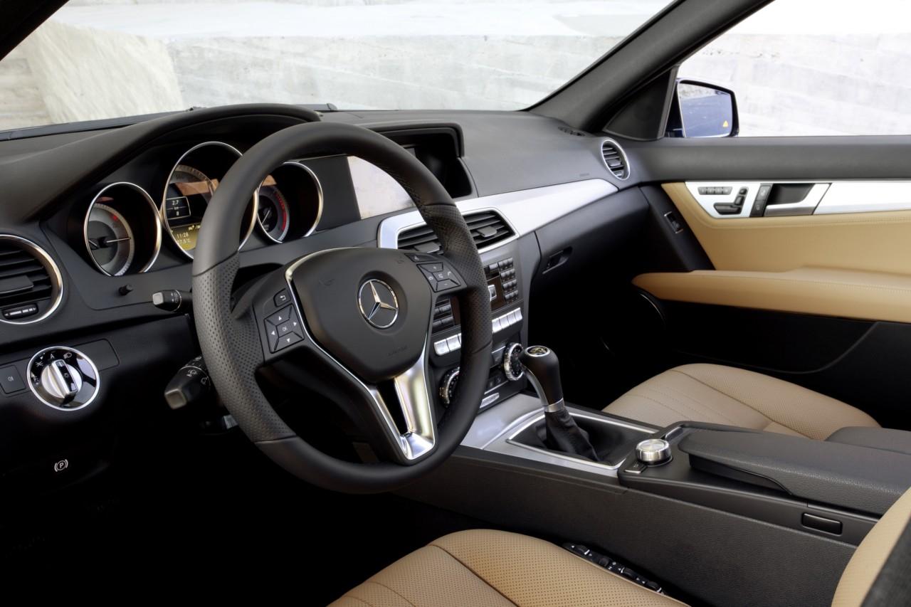 Fotos del mercedes benz clase c berlina 2011 for Interior mercedes clase a